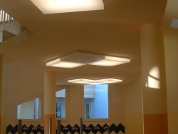 plafoniere dimmerabile (luminosita varia in base a luce esterna)